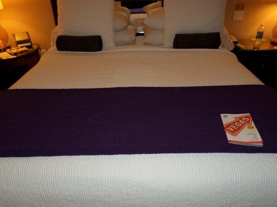 Caesars Palace: Comfy bed