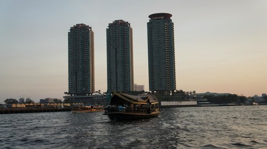 Chatrium Hotel Riverside Bangkok : view from the river