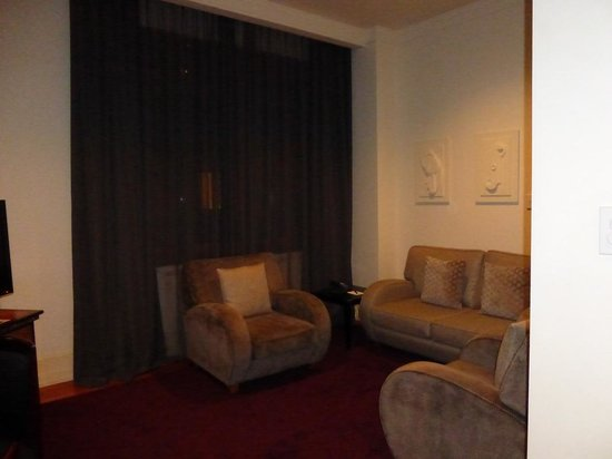 Heritage Auckland: seating area - window onto atrium