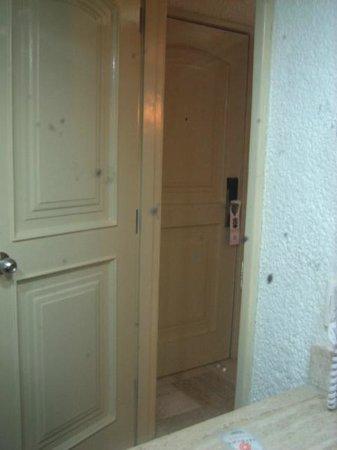 bathroom mirror reflection. Krystal Cancun: Bathroom Mirror Reflection (dirty) N