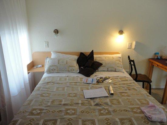 Posada de las Sierras: cama