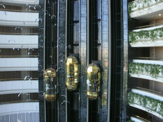 Rixos Downtown Antalya : стеклянный лифт, капсулы)