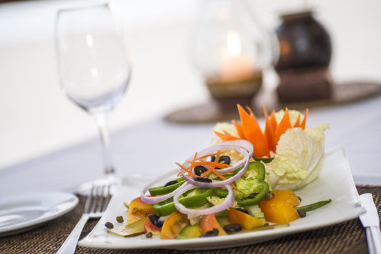 Bayview - The Beach Resort: light and fresh dishes on our sunset bar