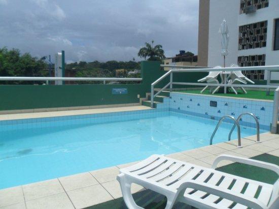 Pisa Plaza Hotel: Área da piscina