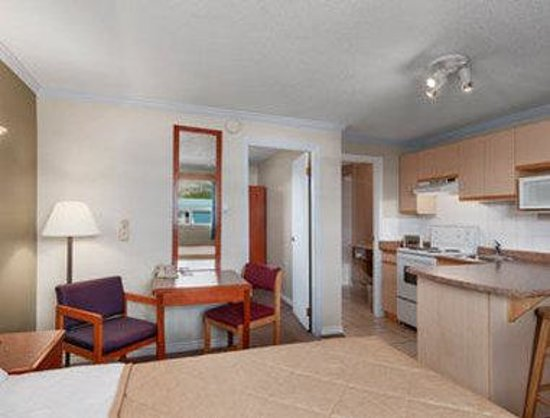 Ramada Limited Grand Forks: Two Queen Bedroom Suite