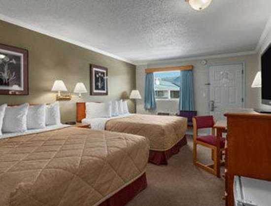 Ramada Limited Grand Forks: Two Queen Bed Guest Room