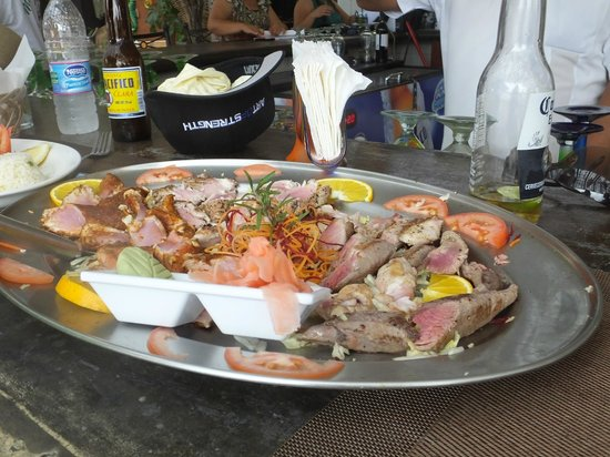 La Chatita Restaurant & Bar: Our cooked tuna-many different ways