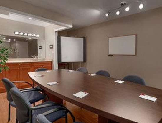 Ramada Limited Grand Forks: Meeting Room