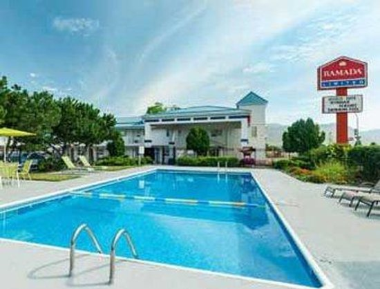 Ramada Limited Grand Forks: Pool