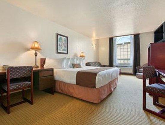 Ramada Lloydminster: 1 King Bed Business Suite