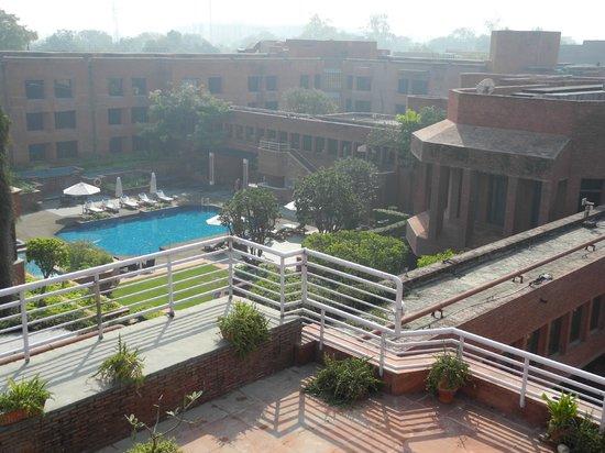 ITC Mughal, Agra: pool, garden area