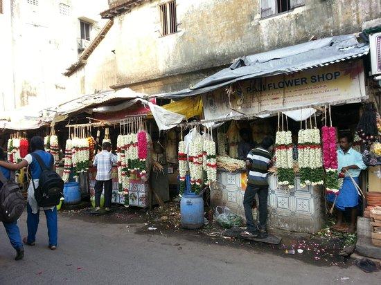 Kapaleeshwar Temple: The Flower Shops