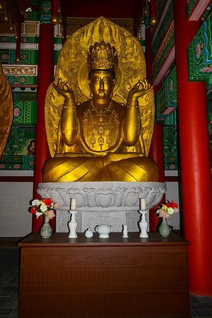 Ryongtongsa Temple: Buddha