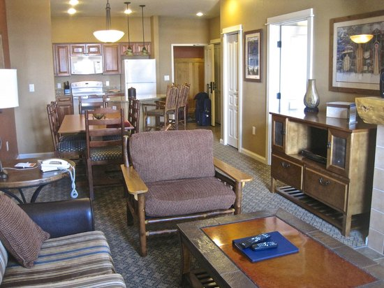 The Village at Steamboat Springs: lounge, kitchen, dining