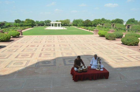 Umaid Bhawan Palace Jodhpur: light music during breakfast time