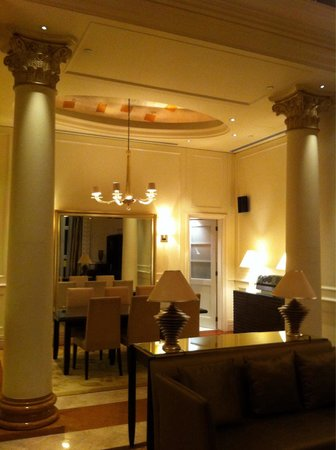 The Fullerton Hotel Singapore: Governor's Suite 273