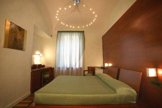 Hotel Sanpi Milano: Deluxe Room design