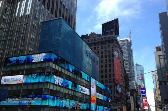 uhrzeit am time square in new york bild von times square new york city tripadvisor. Black Bedroom Furniture Sets. Home Design Ideas