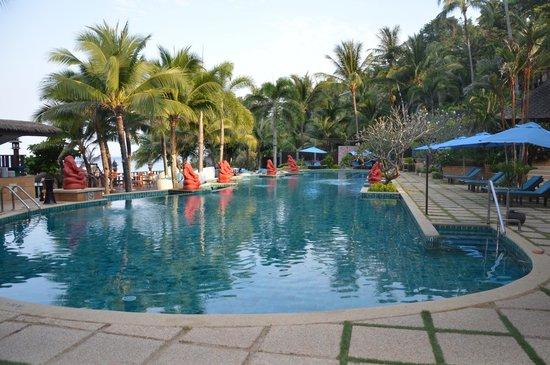 Andaman White Beach Resort: Piscine