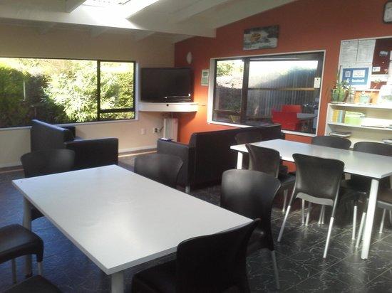 Taupo DeBretts Spa Resort: Dining/lounge area
