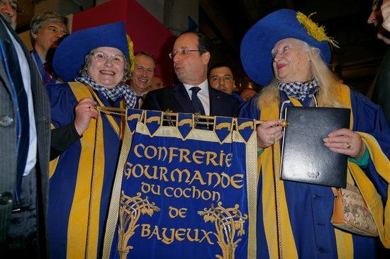 Ibis Paris Brancion Expo 15eme: intronisation de François Hollande dans la Confrérie au salon  Agriculture 2014