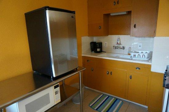 ZenYard Uptown Inn: Kitchen area