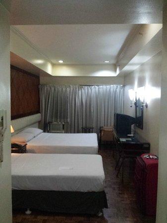 Richville Hotel: Room