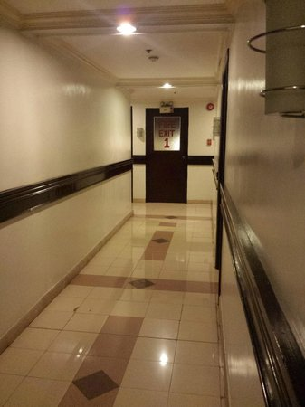 Richville Hotel: hall