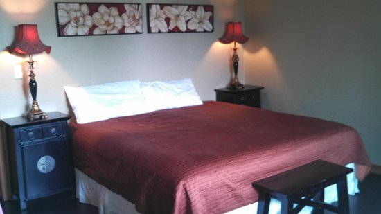 San Joaquin Suite Hotel: the bedroom