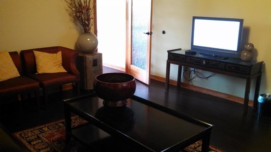 San Joaquin Suite Hotel: living room