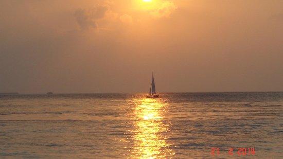 Reethi Beach Resort: Amazing sunsets