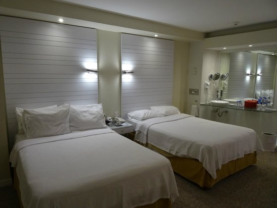Holiday Inn Express Hotel & Suites at the WTC: Habitacion