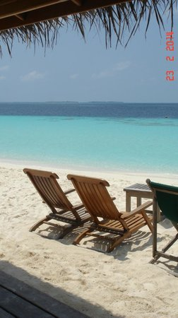Reethi Beach Resort: Sunset bar in the middle of the day