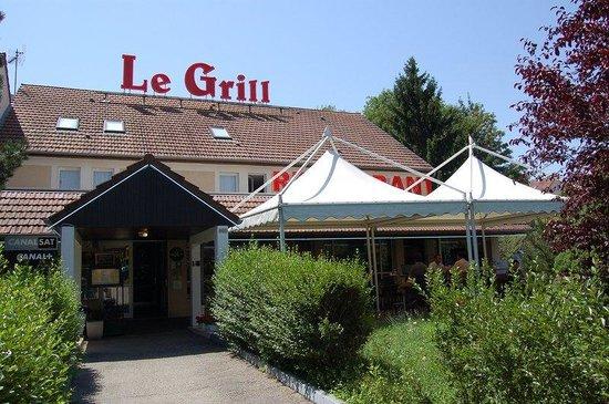 Logis Hôtel Le Grill : Exterior of the Comfort Hotel Lons le Saunier