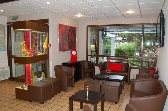 Logis Hôtel Le Grill : Lounge of the Comfort Hotel Lons le Saunier