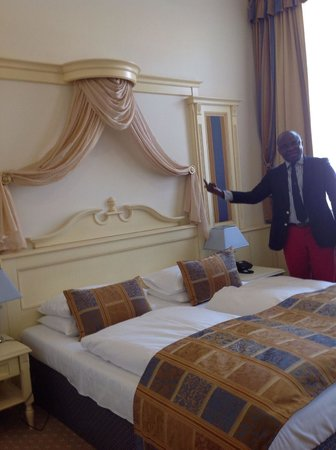 Luxury Family Hotel Royal Palace: Mon lit
