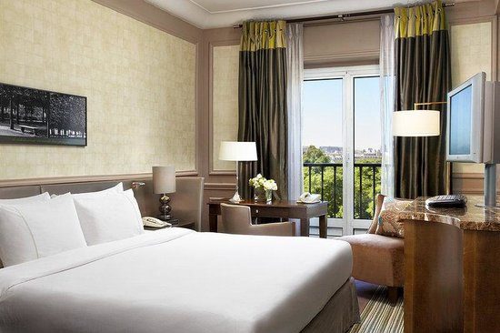 The Westin Paris - Vendome: Guestroom With Eiffel Tower View
