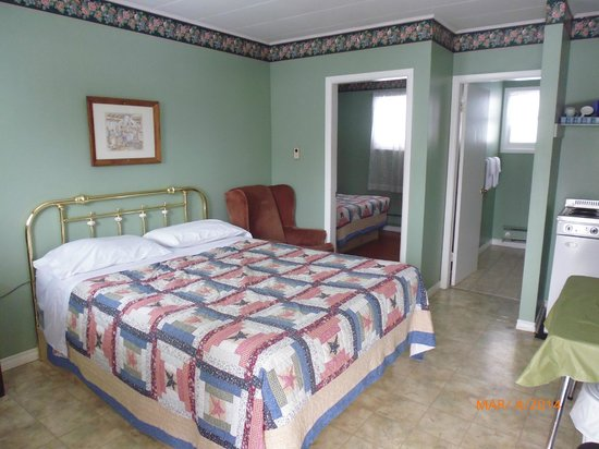 The Victorian Motel and RV Park: 2 bedroom kitchenette