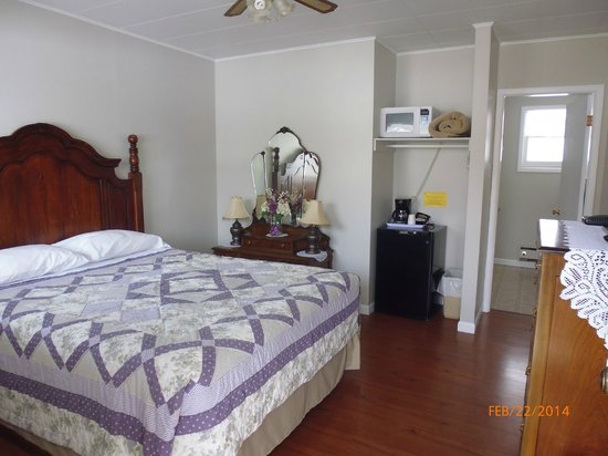 The Victorian Motel and RV Park: Queeen room