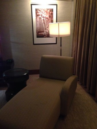 Sheraton Grand Bangalore Hotel at Brigade Gateway: Room couch