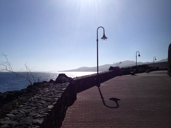 Hesperia Lanzarote: the path from the hotel into calero is well lit and good under foot.