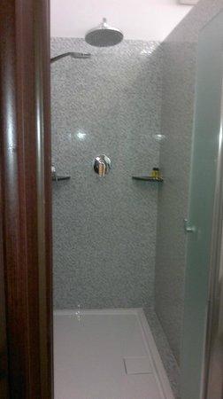 Just Hotel Milano: doccia
