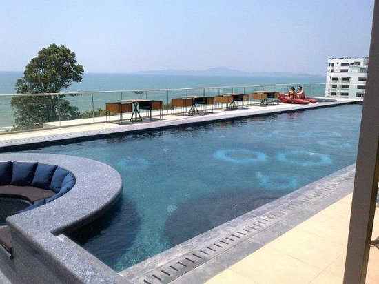 Centara Grand Phratamnak Pattaya: Pool