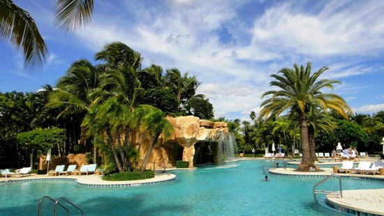 Turnberry Isle Miami, Autograph Collection: Lagoon pool: Kids will love it!