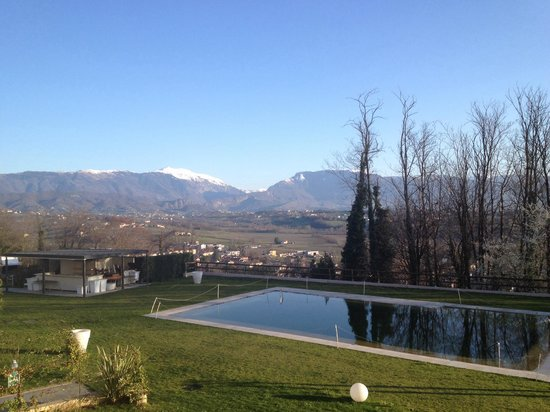 Relais Le Betulle : Giardino , piscina e montagne