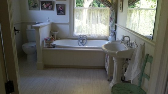 Coombe Farm Bed and Breakfast: bathroom