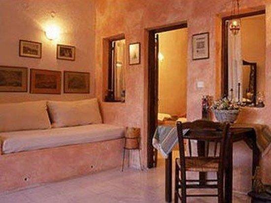 Amoudi Villas: Guest Room