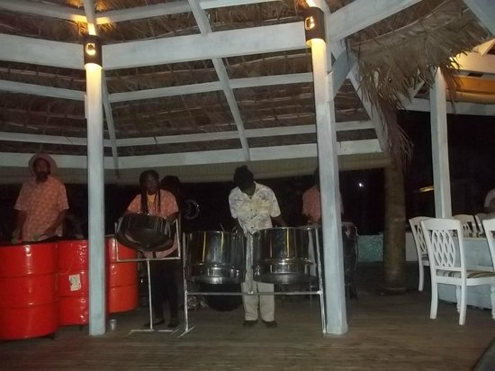 Coconut Beach Club: Sunday night steel band