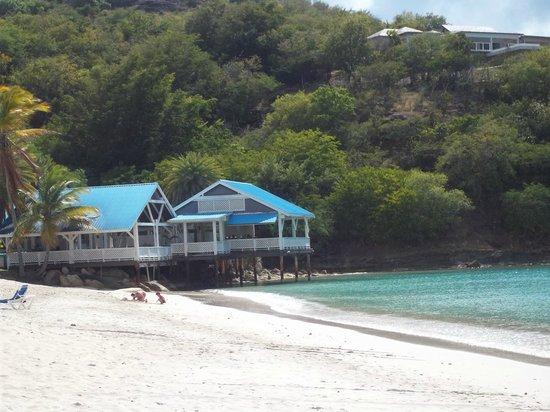 Coconut Beach Club: Deep Bay