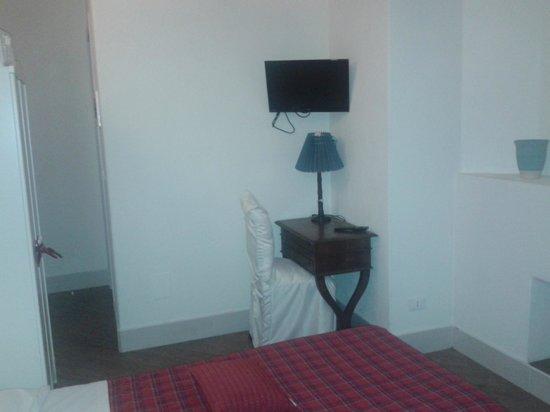 Hotel Bella Napoli : SCRIVANIA
